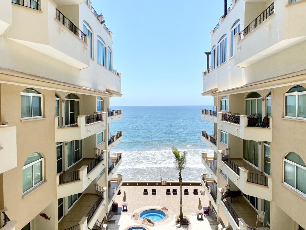Condominio de Playa en Venta en Tiara Sands